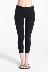 A61Y1317 / Bottom hugging panelled leggings